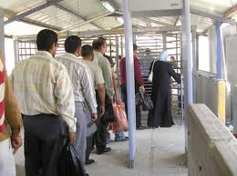 PA Arabs pass through checkpoint